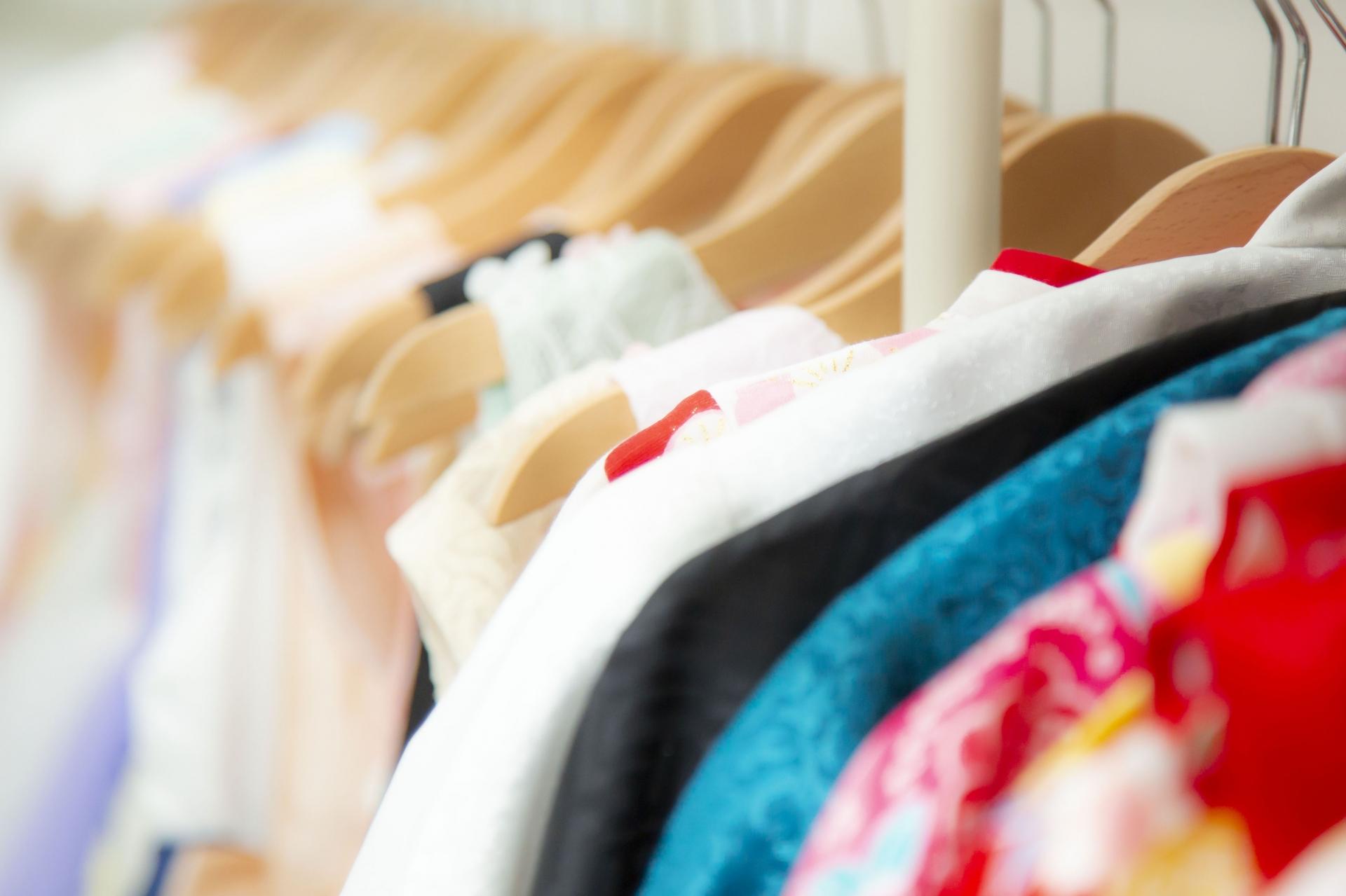 花粉が付着しにくい素材の服を着る